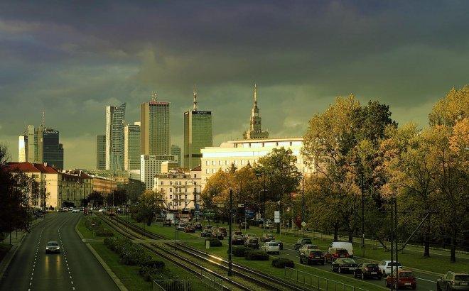 ile osób dojeżdża do pracy w Warszawie